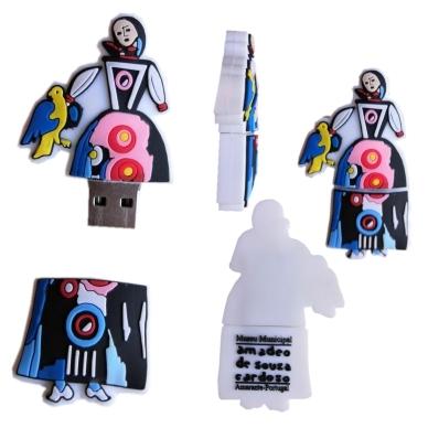 "Pen USB 32 GB ""Boneca"""